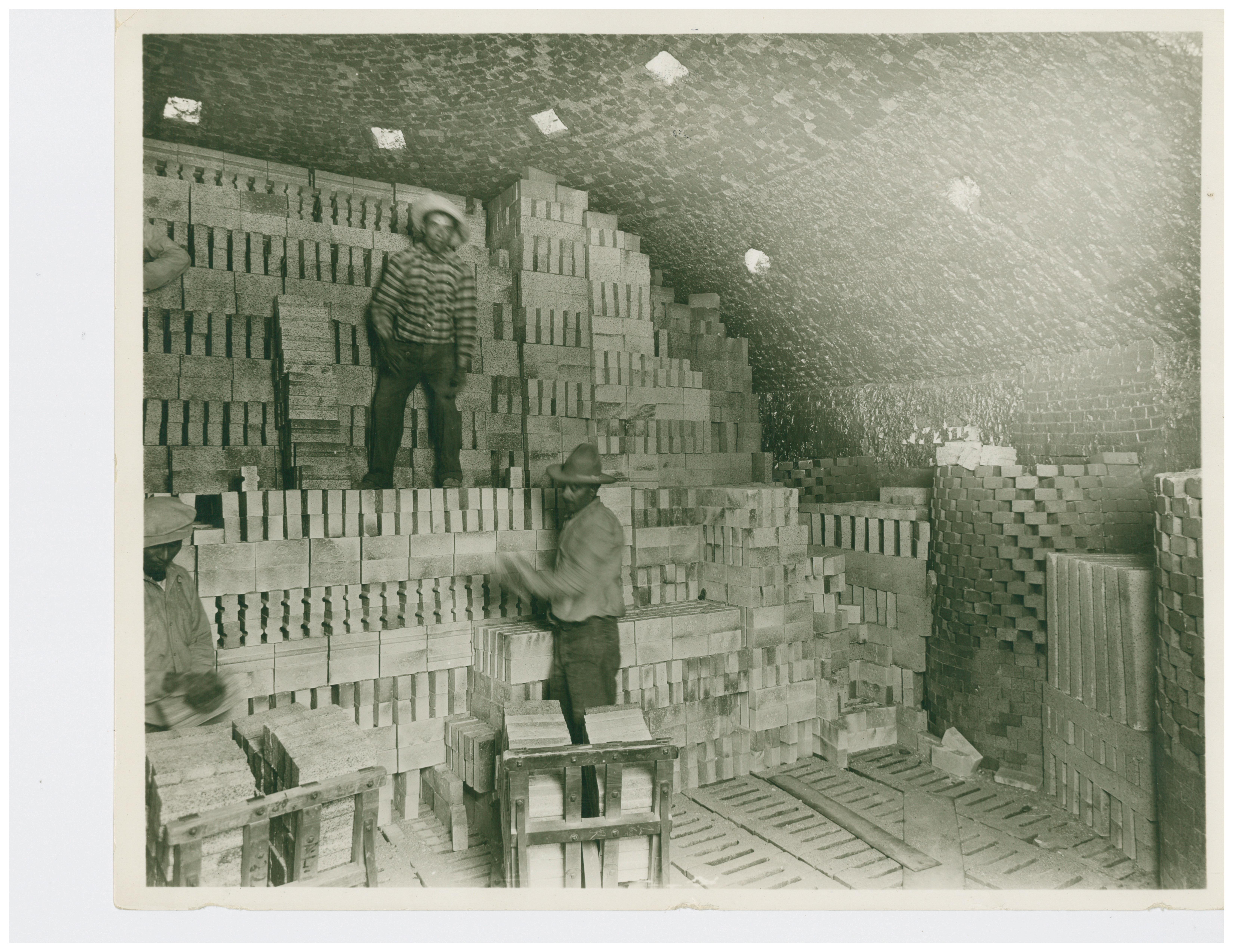 1915 Setting Firebrick in Beehive Kiln