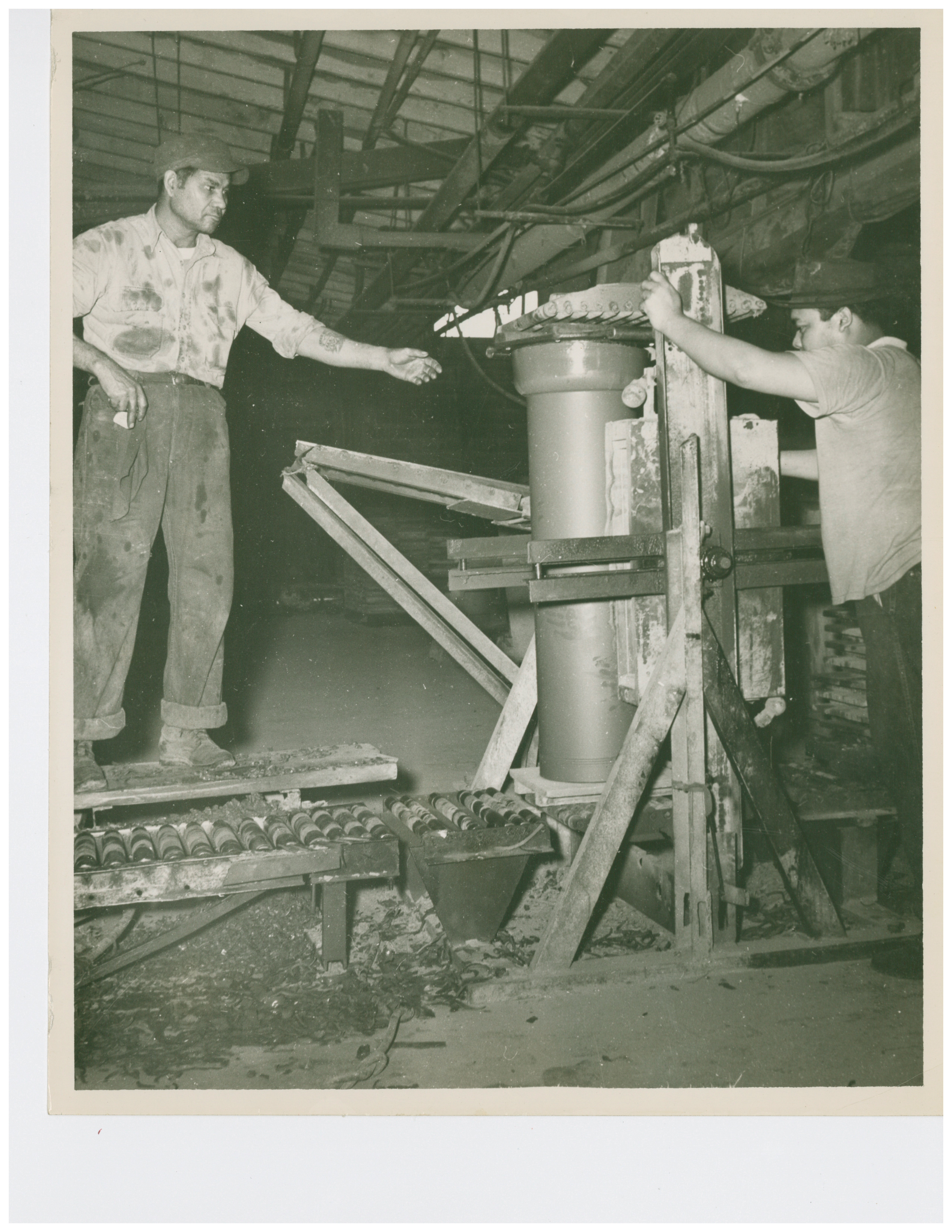 1946 Auger Machine Pressing Sewer Pipe