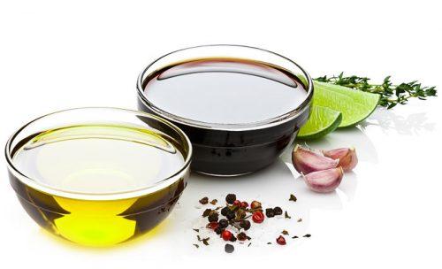 image of olive oil and balsamic vinegar