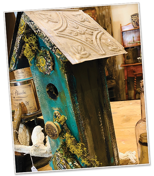 image of a birdhouse